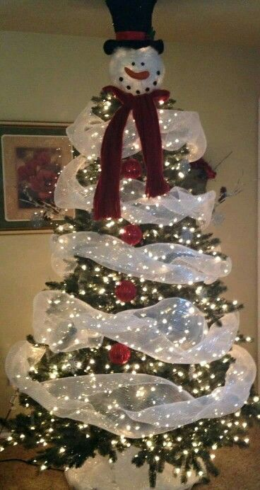Fake Christmas Tree decorating idea - it looks like a snowman! LOVE it!